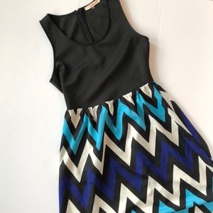 Pomelo sleeveless chevron dress